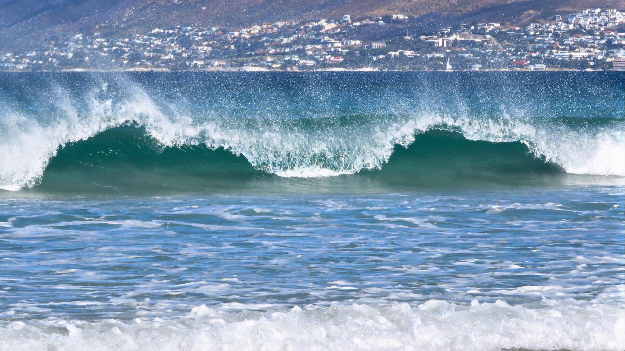 Fish-Hoek-waves-Aly-Ison